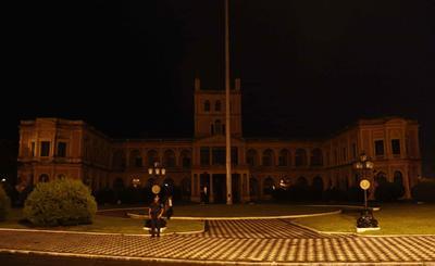 El Palacio de Gobierno de Paraguay con las luces apagadas con motivo de la Hora del Planeta.