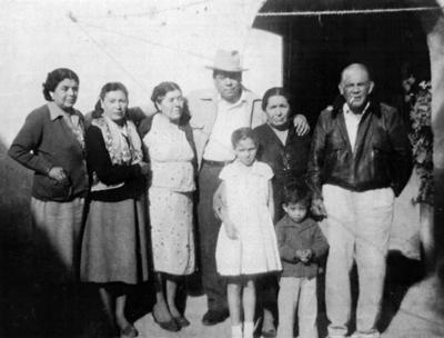 26032017 Virginia Salas, Elisa y Aurora Salas Rodríguez, Consuelo Salas, Hilario Enríquez, Silvia Casas y Manuel Casas en San Juan de Guadalupe, en 1954.