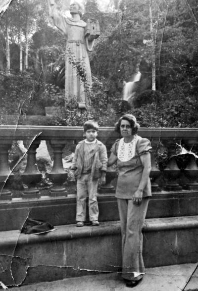 26032017 Jesús Gerardo Rodríguez y María del Rosario Urazandi en La Villa de Guadalupe en 1975.