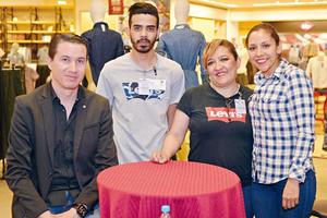 26032017 EN RECIENTE EVENTO.  Jaime, Gustavo, Elisa y Verónica.