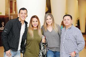 26032017 DISFRUTAN DIVERTIDO SHOW.  Mauricio, Gaby, Jaz y Rodolfo.