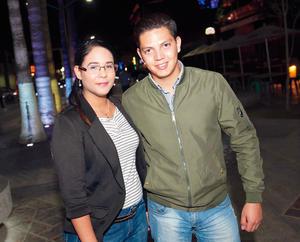 26032017 DE PASEO.  Cynthia y Miguel.