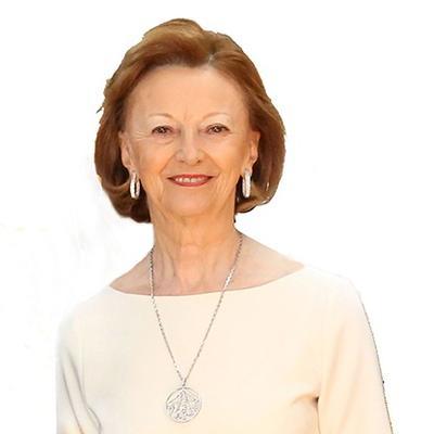 El cuarto puesto es de María Franco Fissolo, viuda del fundador de Grupo Ferrero, con 25,200 mdd.