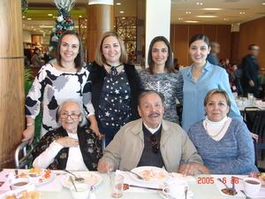 01042017 EN FAMILIA.  Anel, Norma, Rosario, Silvia, María del Rosario, José y Juana.