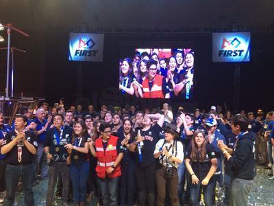 Esta tarde y tras una eliminatoria reñida llena de llantos, gritos y mucha adrenalina, la alianza roja conformada por los Tecnológicos de Monterrey campus Laguna, Toluca y San Luis Potosí, se coronó en Torreón.