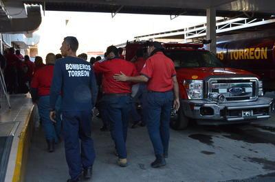 Bomberos de Torreón realizaron  una protesta en la Estación Centro, reclaman por la muerte de Gustavo Muñoz, compañero que falleció ayer en un accidente laboral.