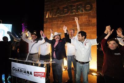 Otro de los candidatos que inició campaña en Saltillo desde el primer minuto del domingo, fue Armando Guadiana Tijerina de Morena.