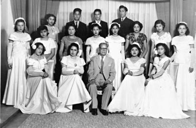 02042017 Graduadas de la Academia Luna en 1950: Beatriz Cumplido, Prof. Manuel Luna, Olga Borrego, Elvira Álvarez, Ma. de Jesús Rodríguez, Carmen López (f), Dolores Espinoza, Alicia, Honorio Ayala, Rubén Araluce y Manuel López.