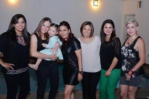 02042017 DE FIESTA.  Yaz, Maye, Vanessa, Angélica, Mirna y Paola con Chiquita Dávila.