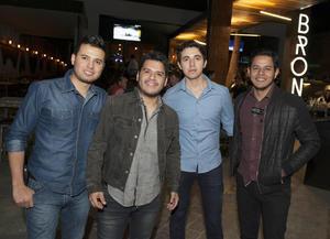 03042017 DIVERTIDA NOCHE.  Alejandro, Israel, Alexis y Sergio.