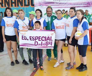 03042017 Varios equipos entregaron reconocimientos a Jorge F. Mora por su apoyo al deporte.