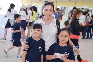 02042017 POSAN PARA LA FOTO.  Ximena, Lina y Mariana.