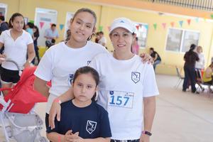 02042017 EVENTO ESCOLAR.  Karla, Mariana e Isela.