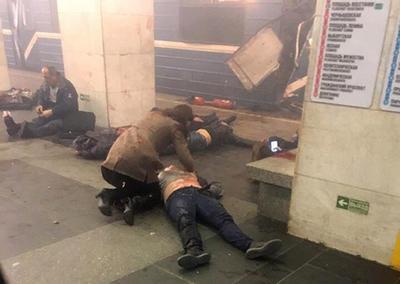 Al menos diez personas murieron y una veintena resultaron heridas.