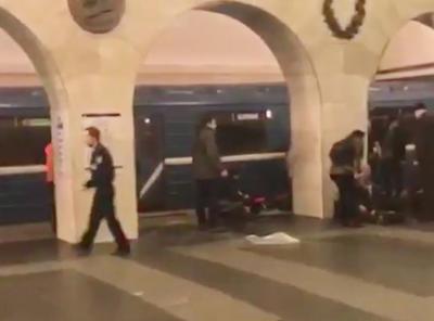 """La explosión tuvo lugar entre dos estaciones de la línea azul, """"Sennaya Ploschad"""" y """"Tejnologuícheski""""."""