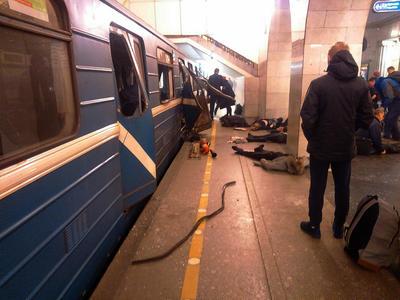 Una explosión generó pánico en el metro de San Petersburgo.