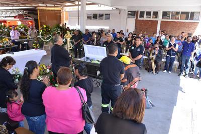 Compañeros y familiares despidieron al elemento en la Estación Colón.
