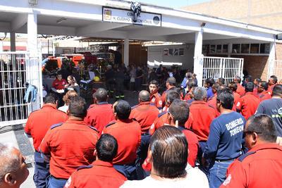 El total de la corporación, acompañada de agentes de Fuerza Coahuila, Tránsito y Peritos, realizó la misa para honrar a Gustavo Muñoz de cuerpo presente.