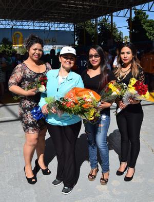 05042017 MADRINAS DE EQUIPOS.  Genoveva Oviedo de San Pedro; Isela Licerio de Matamoros; Nancy Rodríguez de Matamoros y Nayeli de Santiago de Ciudad Lerdo.