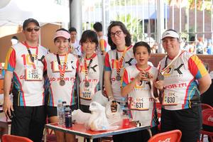 05042017 PARTICIPAN EN CARRERA.  Alejandro, Griselda, Yumi, Coline, Elías y Karina.