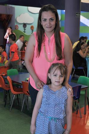 05042017 Claudia y Camila.