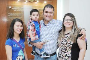 06042017 EN FAMILIA.  Naomi, Juan José, Juan José y Norma.