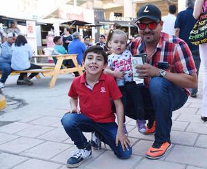 07042017 Isabela, Carlos y Alessandro.