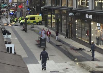 En una segunda comparecencia se informó de la detención en un suburbio de Estocolmo de un hombre que se correspondía con esa descripción, sin dar más detalles.