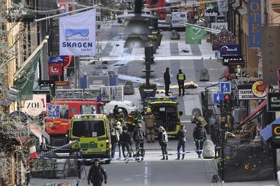 """""""Si es un atentado terrorista, el objetivo es minar la democracia, pero actos así nunca triunfarán en Suecia. Nuestro mensaje siempre será claro: nunca vais a vencer"""", afirmó."""