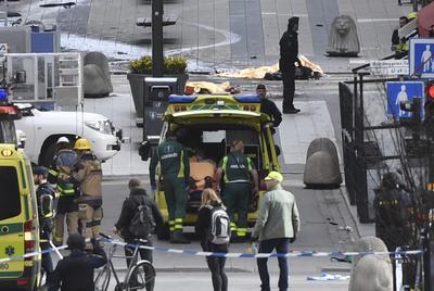 """""""Suecia ha sido atacada. Todo apunta a un atentado terrorista"""", declaró poco después el primer ministro sueco, Stefan Löfven."""