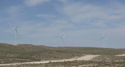 La obra emprendida entre Industrias Peñoles y Energías de Portugal, se encuentra ubicada entre los límites de General Cepeda y Ramos Arizpe, en el ejido Hipólito.