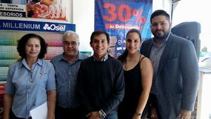08042017 EN INAUGURACIóN.  Dina, David, Rubén, Yocelyn y Jorge.
