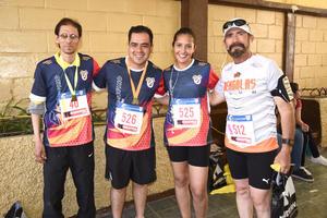 08042017 PARTICIPAN EN CARRERA.  Luis, Julio, Valeria y Roberto.