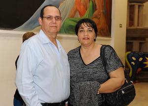 08042017 EN EL TEATRO.  Roberto y Lupita.