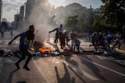 En Caracas, miles de antichavistas se congregaron en el este de la capital venezolana para seguir presionando al defensor del pueblo.