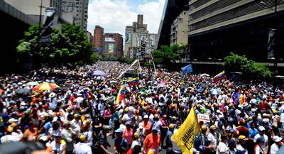 El movimiento fue para apoyar a los diputados que denuncian un golpe de Estado por parte del Tribunal Supremo de Justicia.
