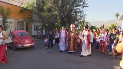 Ante el caos ocasionado, el obispo improvisó una ceremonia en la esquina de Mina y Matamoros desde donde partieron rumbo a catedral.