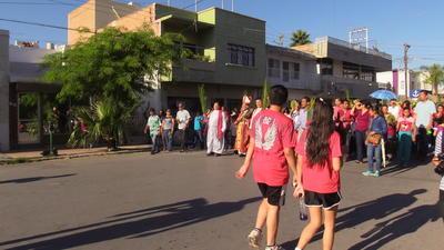 """La carrera que organiza el gobierno del Estado """"Actívate por la Paz"""" impidió que la procesión que encabezó el obispo de la ciudad, José Guadalupe Galván, partiera de la Plaza Mayor."""