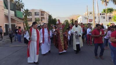 En medio de una confusión se llevó a cabo la tradicional procesión del Domingo de Ramos en Torreón.