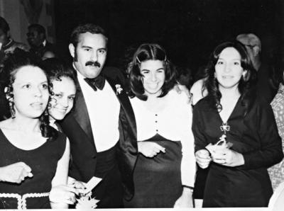 09042017 Sr. Aurelio Muñoz Ramírez y Sra. Ma. Victoria Valenzuela de Muñoz. Este pasado 3 de marzo, celebraron su 60 aniversario de bodas en compañía de sus hijos y nietos.