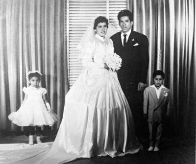 09042017 En 1970, durante una boda, Dulce Ma., Norma, Clementina y Olga en compañía de Jesús Reyes García.