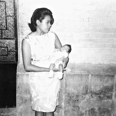 09042017 Celia y su hija, Ana María, en 1965.
