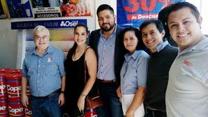 09042017 PRESENTES EN APERTURA.  David, Yocelyn, Jorge, Dina, Rubén y Arturo.