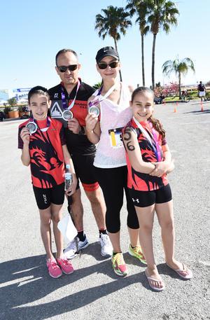 11042017 José, Mariana, Abby y Mariana Batarse.