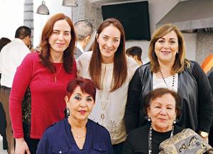 12042017 EN FESTEJO.  Lily, Rina, Rosa Julia, Gabriela y Rosario.