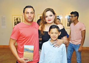 12042017 EM GALERíA.  Ricardo Franco, Liz Puentes y Diego Macías.