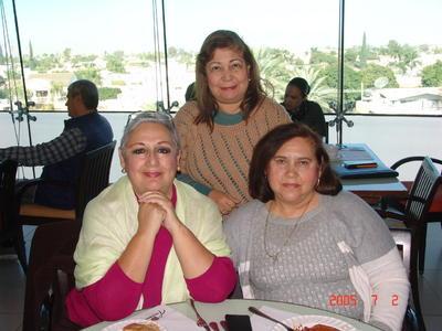 13042017 Vicky, Carmen y Rosy.
