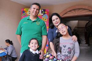 14042017 Ricardo, Mary y Ricardo.