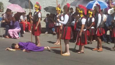 Viacrucis infantil del templo de María Auxiliadora.