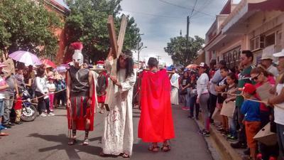 Escenifican la Pasión y Muerte de Cristo en Durango
